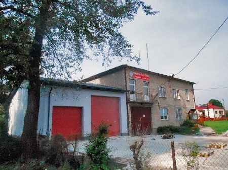 Skotniki.Budynek remizy strażackiej Ochotniczej Straży Pożarnej iświetlicy wiejskiej.